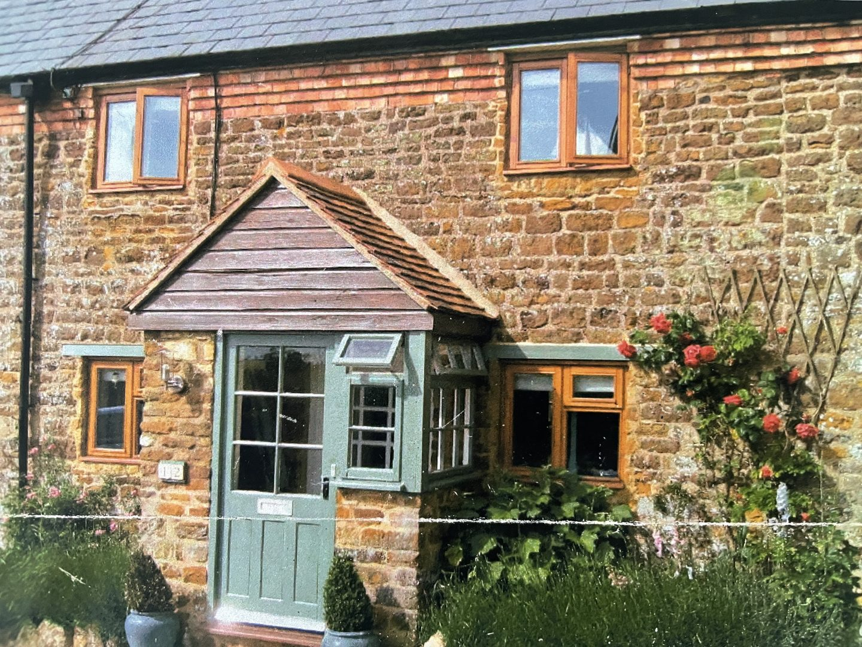 1703 cottage renovated by @jpslifeandloves